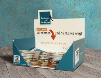 "Thekendisplay für die Zeitung ""Studieren in Anderswo"""